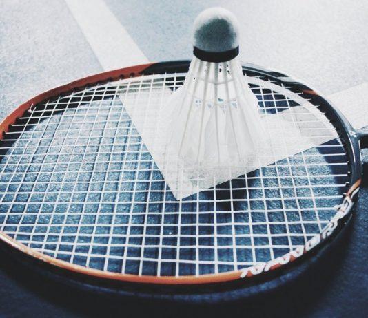 Utrustning till badminton kan köpas billigt på nätet!